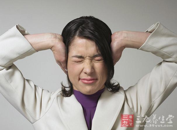 为突然发作的旋转性眩晕。患者常感周围物体围绕自身沿一定的方向旋转,闭目时症状可减轻。常伴恶心、呕吐、面色苍白、出冷汗、血压下降等自主神经反射症状。.jpg
