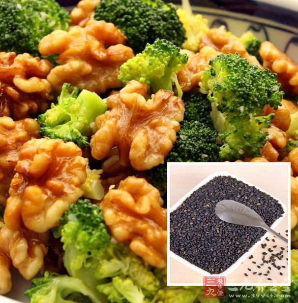 有滑肠作用的食物不可多服,如芝麻油、牛奶、核桃、芝麻、菠菜等。