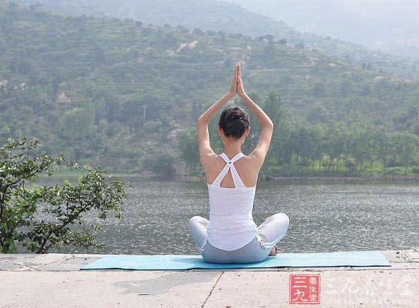 练习瑜伽帮你快速瘦腰腿