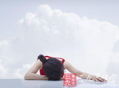 中午吃完饭后,趴在桌子上睡个午觉是很多人的习惯