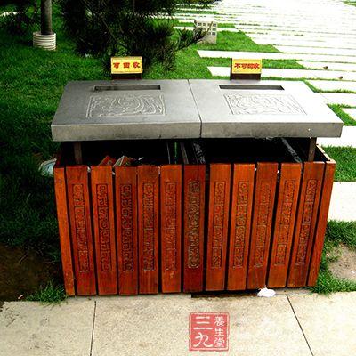 城镇垃圾粪便统一设立垃圾箱和倒粪站,由环境卫生部门定期收集清除,并负责运输到指定地点堆放和无害化处理。
