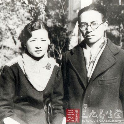 林徽因与梁思成1924年6月,林徽因和梁思成在梁启超的安排下,同时赴图片
