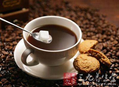人们不但自己会常常去咖啡馆会是咖啡厅品尝咖啡,也会自己买来自己