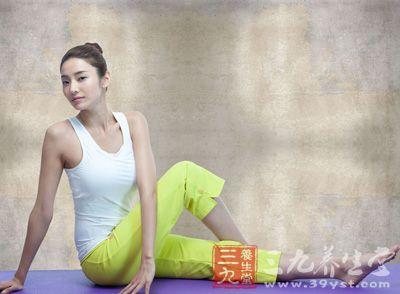 胃部负担不可过重,所以练习瑜伽前最好保持空腹3-4小时