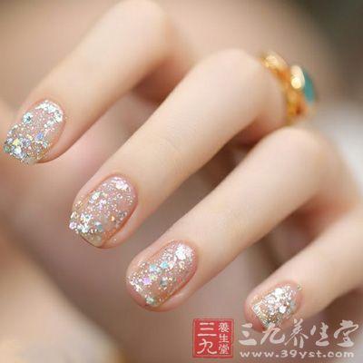 指甲看健康 指甲半白半粉或是肾病(5)