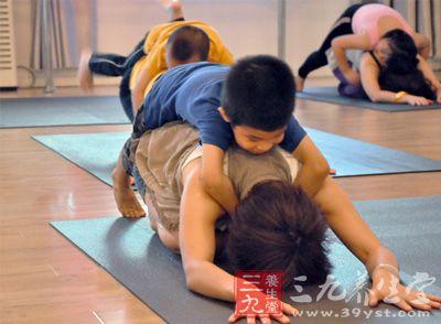 亲子瑜伽 动物瑜伽动作增进母子感情