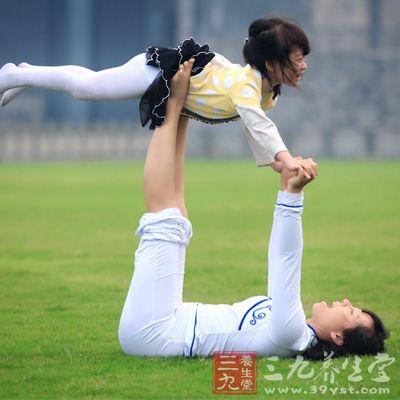 亲子瑜伽 动物瑜伽动作增进母子感情(2)