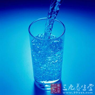 """张曼玉说,对职业演员而言,用餐通常是小量的,""""水分""""远比""""用餐""""来得重要"""