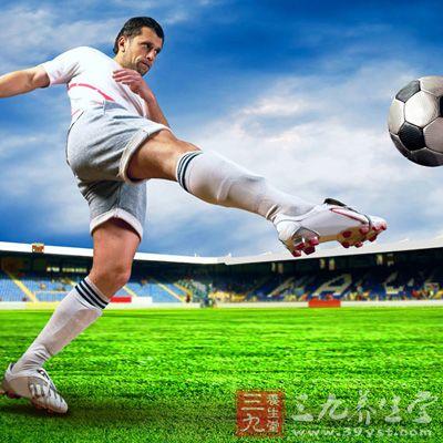 健身运动 踢足球的技巧与准备工作图片