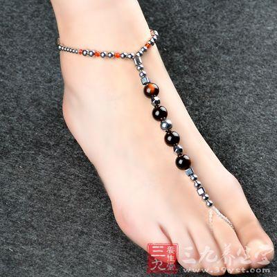 脚趾甲有白斑 脚趾甲发黑怎么回事 - 三九养生