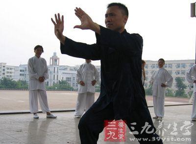 杨式48太极拳 冬季学太极注意事项