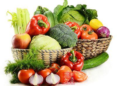 味甘微苦。芹菜含有较多的膳食纤维,维生素及磷、钙,能够健脑提神、润肺止咳。取芹菜根、大枣煎汤,
