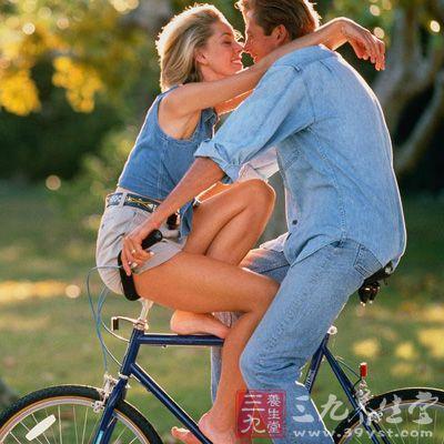 男人吻你时 手在干什么