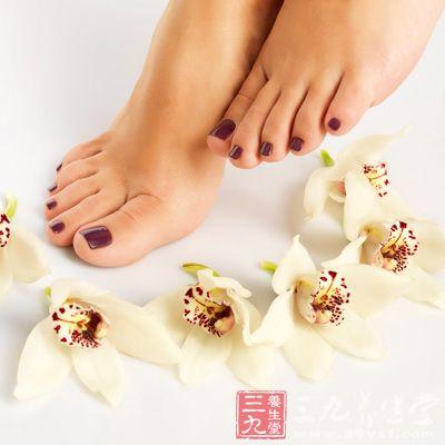 薄荷精油能有效驱除疲劳,玫瑰精油有美白作用