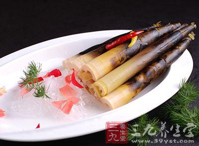 """竹子初从土里长出的嫩芽,味鲜美,可以做菜,也叫""""竹笋"""""""