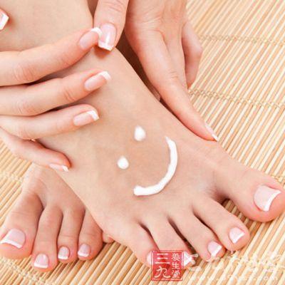 脚底的角质厚,每周两次专门的去角质护理