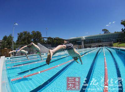 健身运动 游泳的准备工作和技巧练习