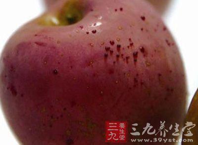 """女子购买""""汗血苹果"""""""