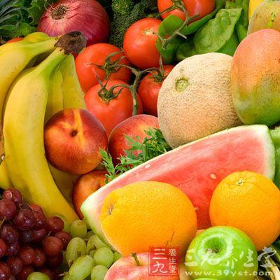 每日应大量进食新鲜蔬菜和水果,最好能摄入1斤左右