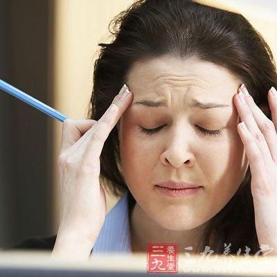 美国科学家发现,人的血压在这段时间会升高,头痛部位的血管会扩张,从而容易加重头痛