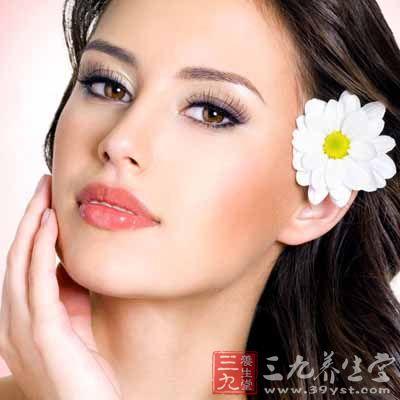 相关研究了解到,耳朵长的人一般都是高寿的,这也有可能是与我们中国的中医学中所讲的体内肾气旺有关系吧