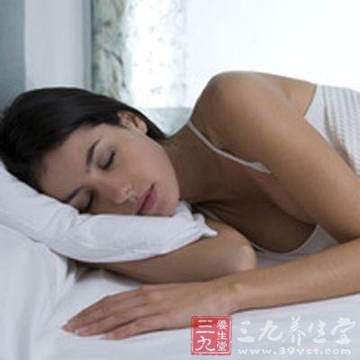 旅行前应有足够的睡眠。睡眠充足,精神就好,可提高对运动刺激的抗衡能力