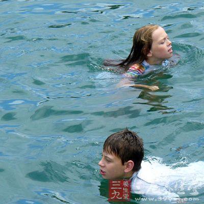 游泳技巧 初學者學習游泳的技巧圖片