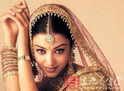看过印度电影的人,一定对印度女子泼辣妩媚的眼神