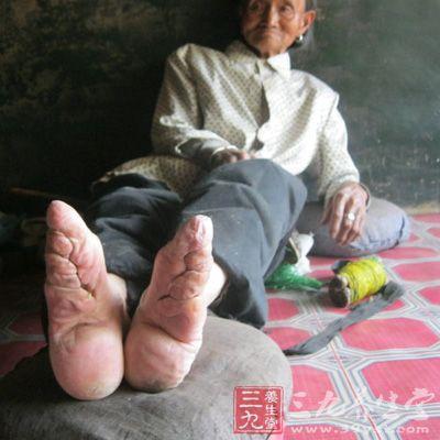 外国男人操中国女人大逼�_男人为什么喜欢小脚女人(12)