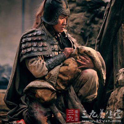 为什么刘备要把赵云从百万军中救出的阿斗扔到地上图片