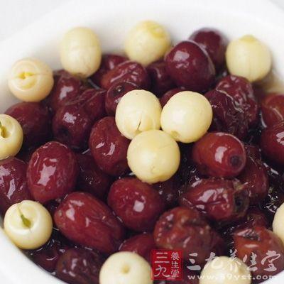 多吃一些能够补血的食物,帮助新妈咪的脸蛋恢复红润血色