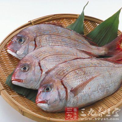 黑色、红色的鱼均可以全米酒水煮成