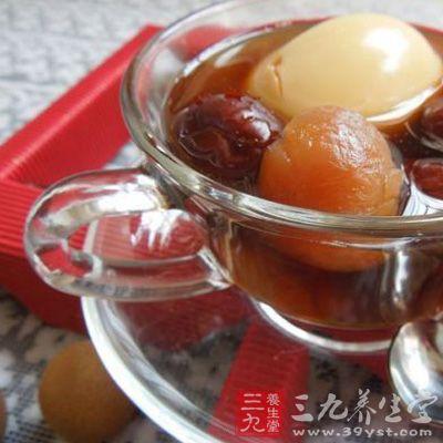 红糖鸡蛋汤能够帮助产后妈妈防治产后淤血和产后疼痛