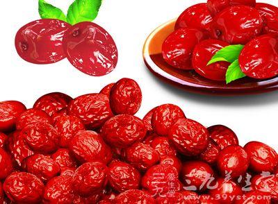 红枣,又名大枣,特点是维生素含量非常高