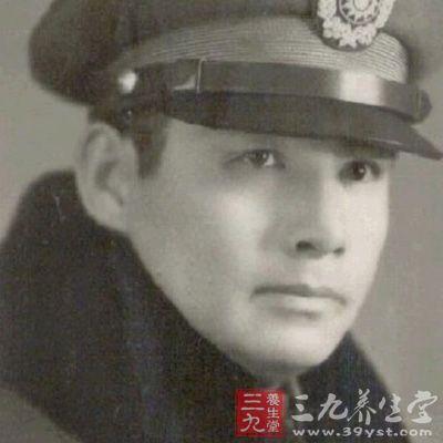 张灵甫(1903年-1947年)原名张钟麟,字钟麟.