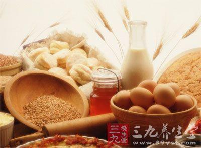 营养质量好的早餐,应包括谷物,动物性食品,奶类及蔬菜水果四大部分