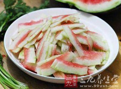 西瓜皮的营养价值 西瓜皮的养生吃法及做法