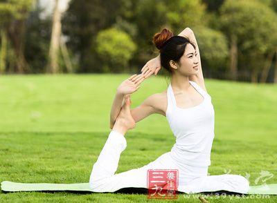 这个动作可有效收紧大腿内侧肌肉