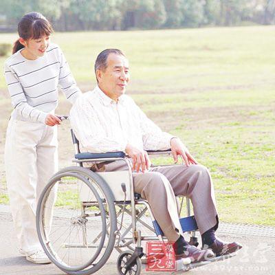 由于此时患者的偏瘫肢体完全不能活动,所以可采用按摩,推拿,被动