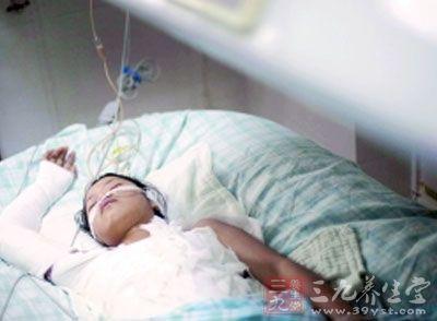河源一名13岁的小女孩兰兰家中洗澡时煤气中毒昏迷在浴室
