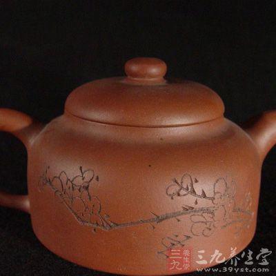 这就使紫砂陶具有良好的透气性,气孔微细密度高具有较强的吸附力,而施