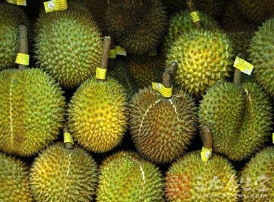榴莲是营养价值非常高的,尤其是在泰国经常作为病人,产后妇女补养身体的食物