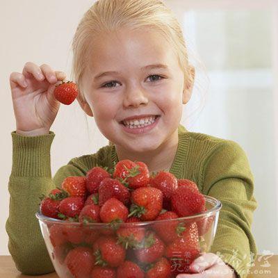 小孩吃�9���Y_小孩咳嗽能不能吃草莓?