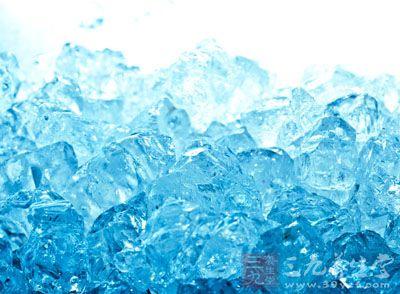药材基源:为水凝成的无色透明的固体