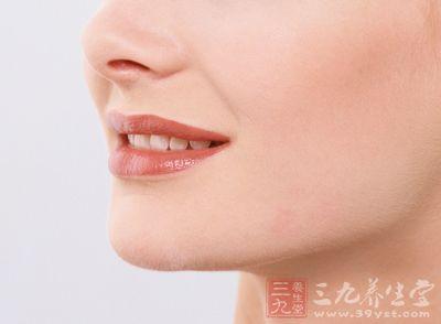 在日常生活中,很多人会口生溃疡,嘴唇长泡,面部伴有痘痘滋生