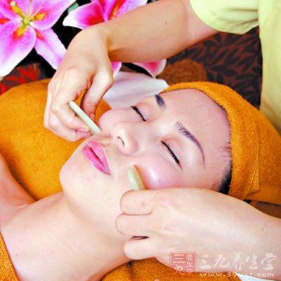 面部刮痧美容 帮你刮出美丽鹅蛋脸(15)