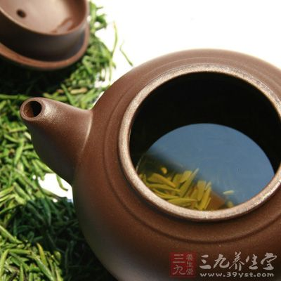 紫砂茶壶出水要顺畅,断水要果快