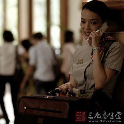 电影《制服》影�_深受男性影迷喜爱,她在冯小刚贺岁喜剧片《非诚勿扰》中穿上空姐制服