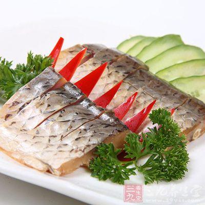 鱼肉脂肪中含有对神经系统具备保护作用的欧米伽—3脂肪酸,有助于健脑