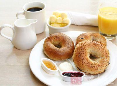 一顿高蛋白和优质碳水化合物的早餐